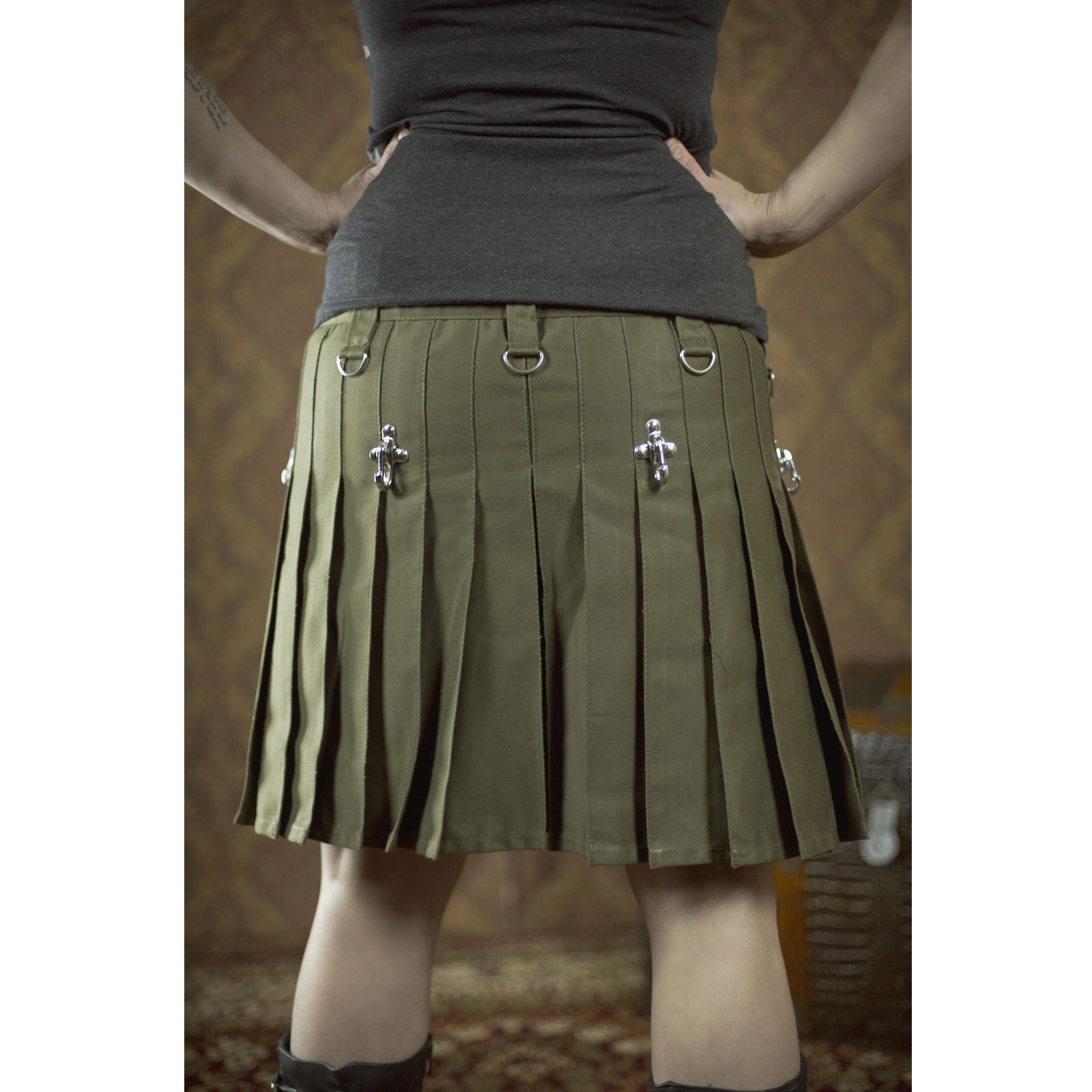 olive-green-drilled-cotton-fashion-utility-kilts-women-back